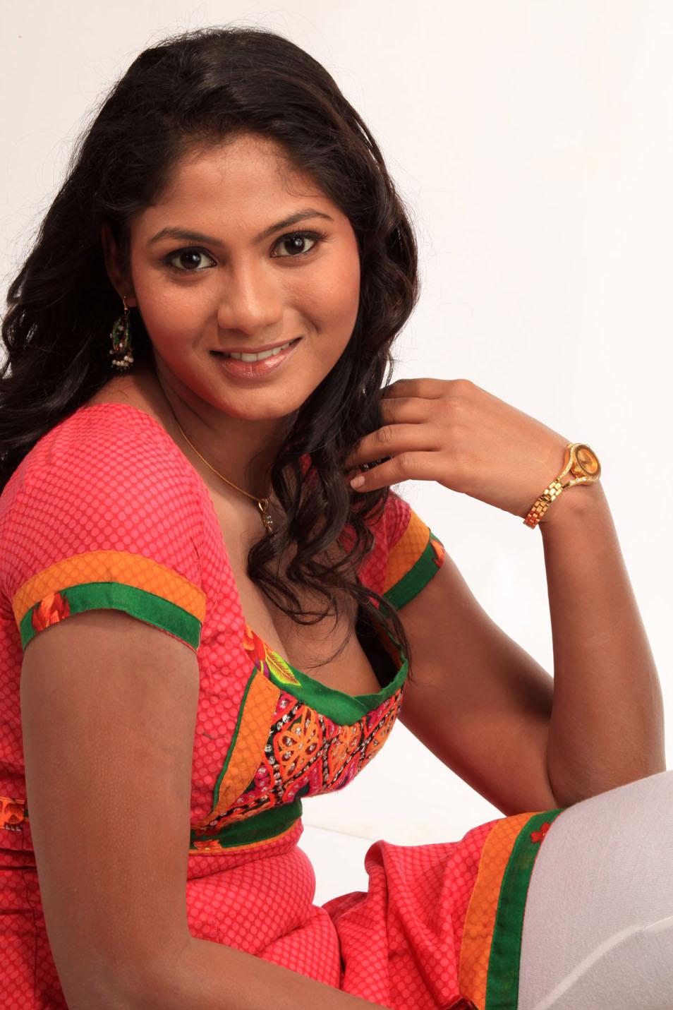 telugu spicy girl Shruthi Reddy in Churidar Photo Gallery