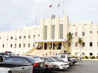 Apresan 2 criollos y persiguen haitiano por robo RD$3 millones en empresa de Santiago