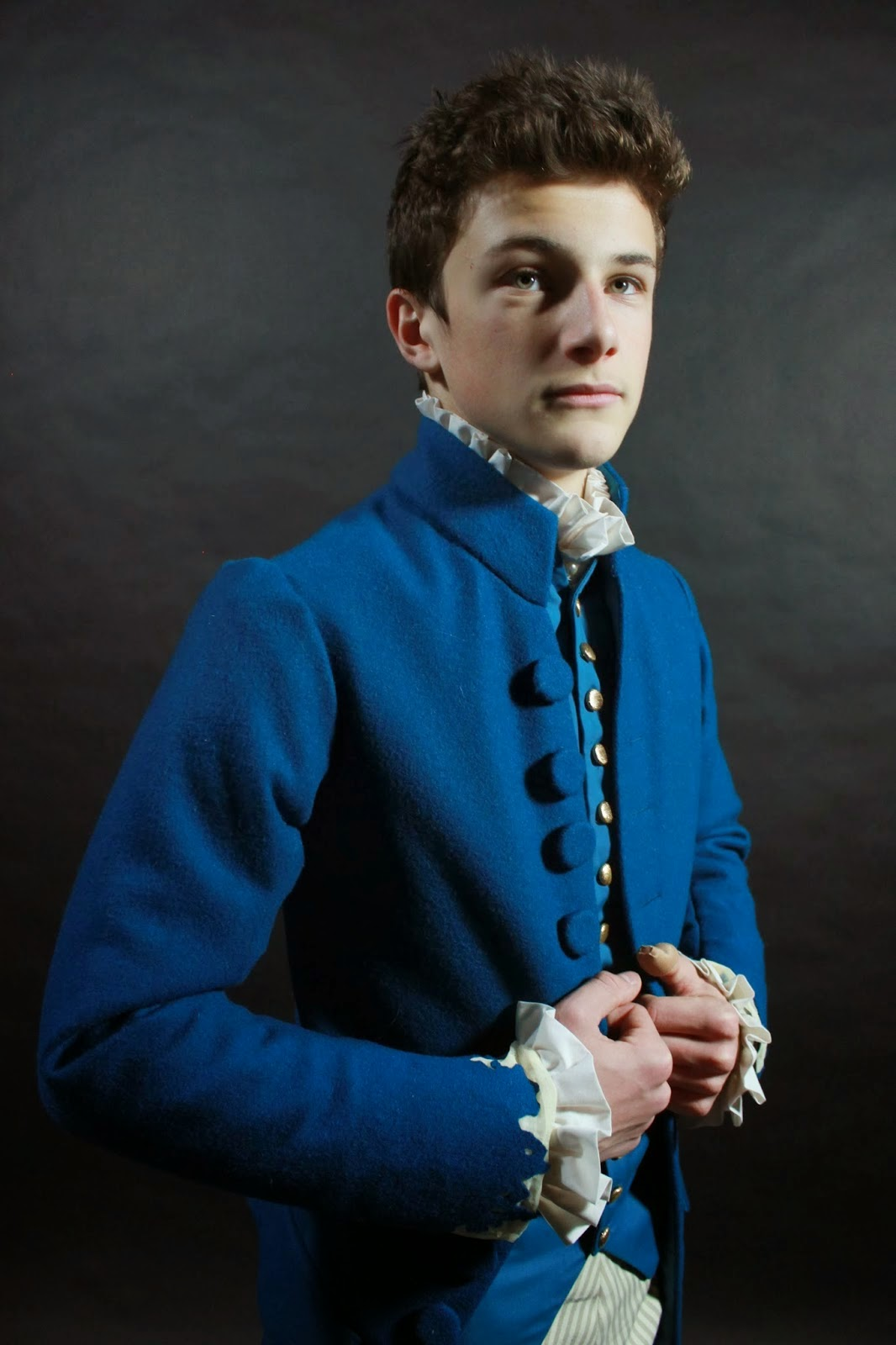 http://showtimestitches.blogspot.com.br/2013/11/18th-century-menswear-costume-danceny.html