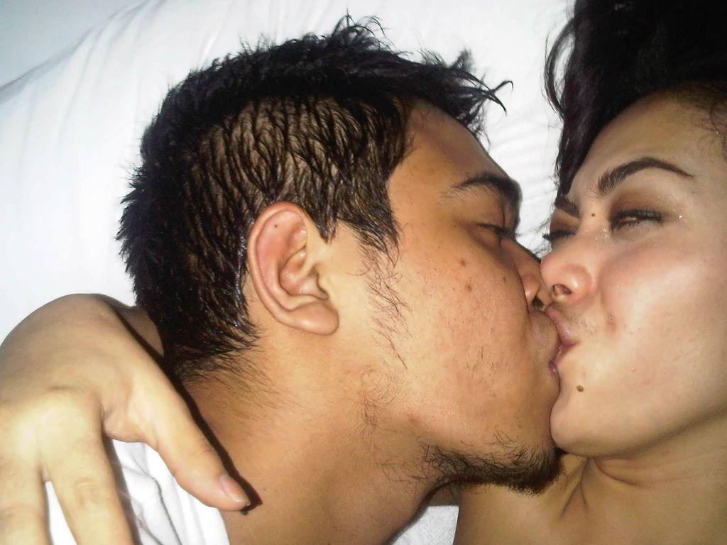 Foto Syahrini Ciuman Bibir Hot