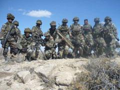 El sueño del batallón de militares confinados en un paraje desértico y árido, asediados por los traidores