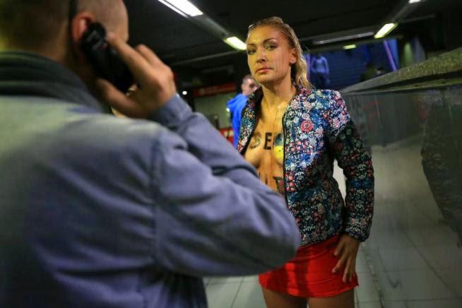 Украинки не стыдятся показать свои голые сиськи при любом удобном случае
