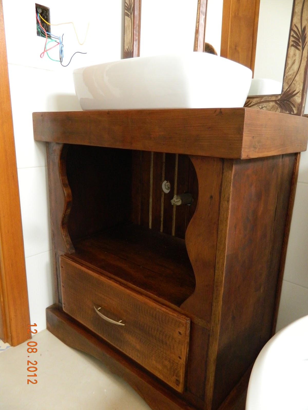 Armario De Madeira Banheiro : Reinventando e reciclando balc?o pequeno para banheiro