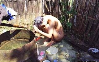 Foto cewek bugil mandi di sungai
