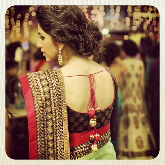 hindu woman saree back