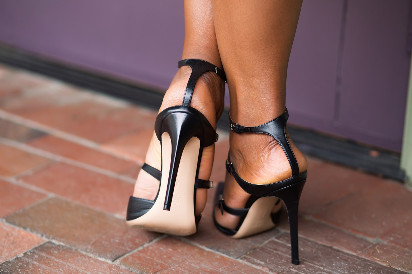 Gianvito rossi buckle strap pumps, jadore-fashion.com