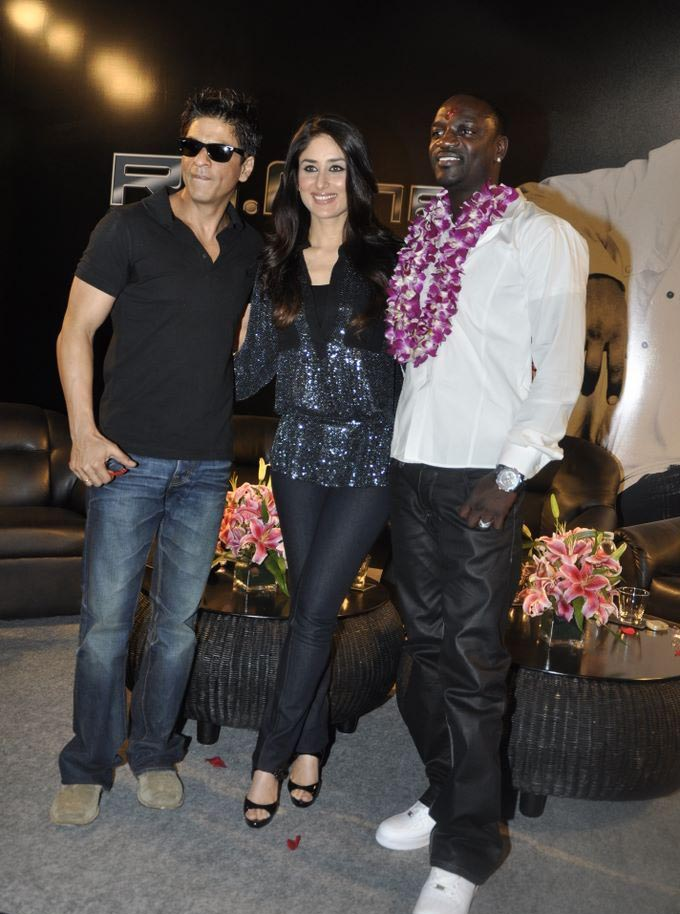 Akon with Shahrukh Khan and Kareena kapoor
