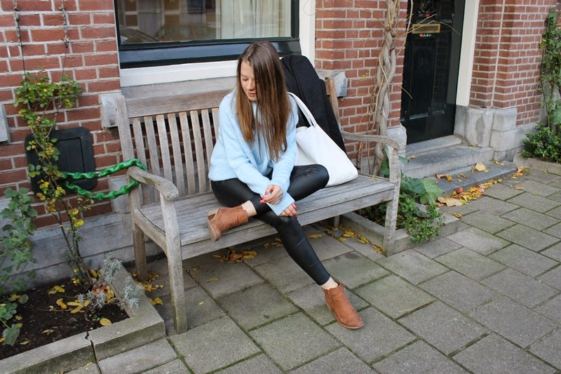 outfit, ootd, outfit of the day, blogger, fashion, fashion blogger, bloggers, fashion bloggers, amsterdam, netherlands, turtleneck sweater, turtleneck, blue, baby blue, leather, leather pants, fake leather, boots, autumn, fall