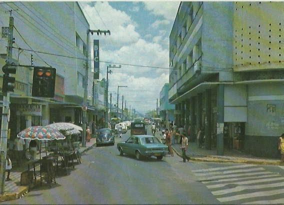 Esquina da Rua Santa Luzia com Rua São Pedro em postal antigo.