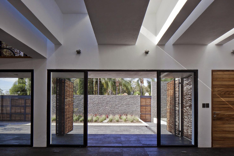 Rumah dengan Perpaduan Lokalitas dan Modernitas 17