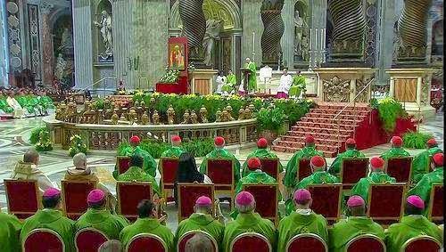 Ngày làm việc đầu tiên của Thượng Hội Đồng Giám Mục: Không nhắc lắng nghe Chúa Thánh Thần