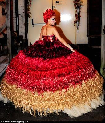 Thelma Madine - Gaun Pengantin Unik Terbuat dari 250 Meter Rambut Manusia