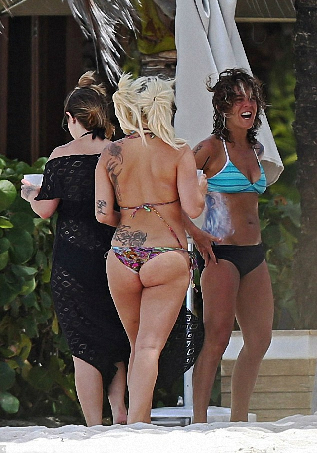 Lady Gaga disfrutó de las Bahamas en bikini