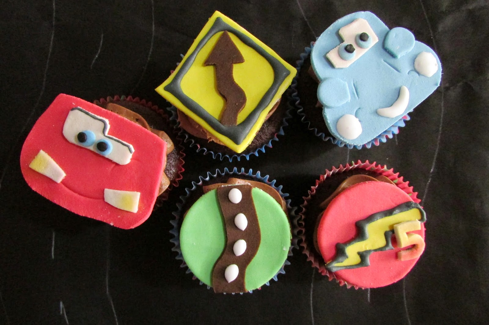 cupcakes-cars-fondant-chocolate