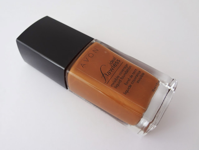 AVON ideal flawless invisible coverage liquid foundation in Earth shade.