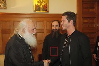Μπράβο στον Νίκο Οικονομόπουλο: Πήγε στον Αρχιεπίσκοπο να πάρει την ευχή του