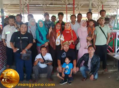 FOTO bareng di acara Reuni Alumni SMPN 1 Pagaden Baru