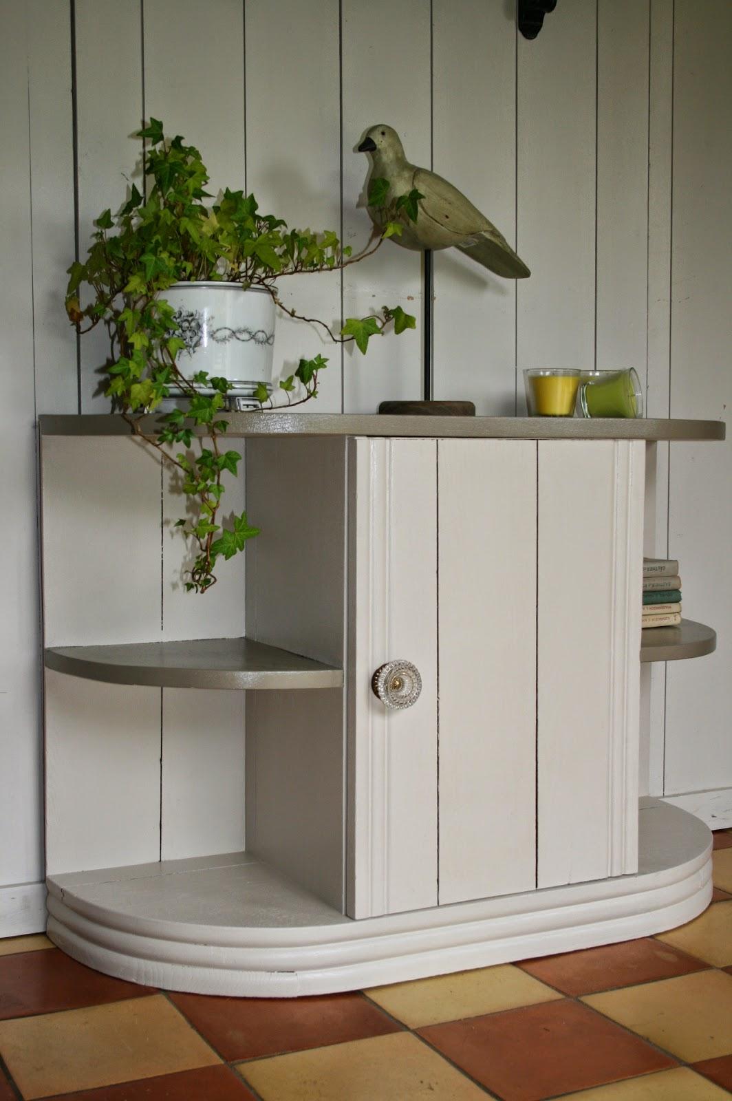 c 39 est la re cr ation vintage scolaire vintage coup de c ur petit meuble tout usage. Black Bedroom Furniture Sets. Home Design Ideas
