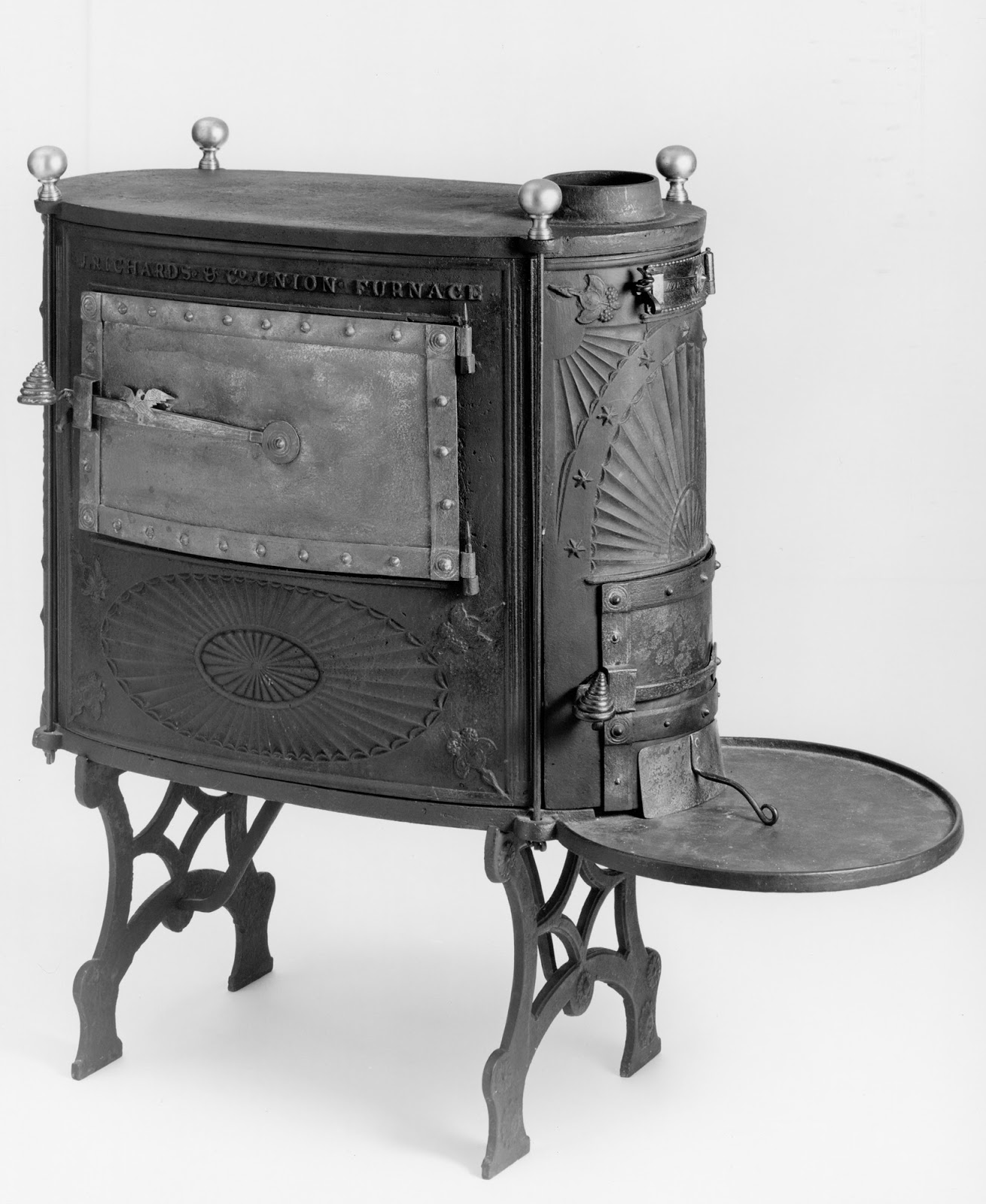 A Stove Less Ordinary: A Collection Of Stoves From American Museums, I:  Plate Stoves