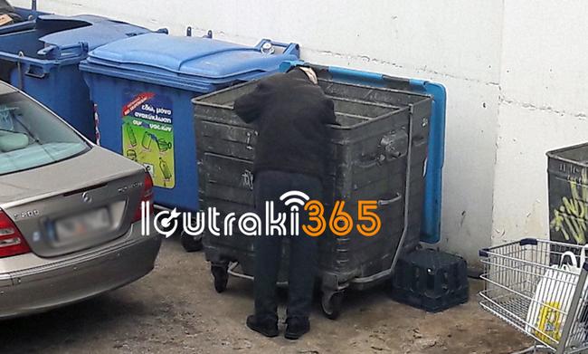 Δραματικές εικόνες: Ηλικιωμένοι ψάχνουν απεγνωσμένα στα σκουπίδια για λίγο φαγητό (vid)