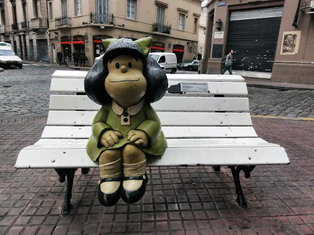 Estátua da Mafalda e o bairro de San Telmo