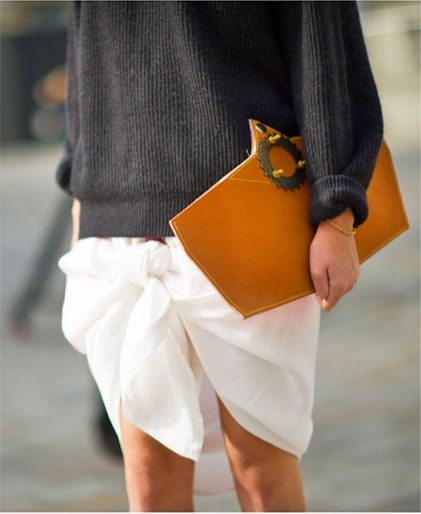 street style: knotted skirt & sweater