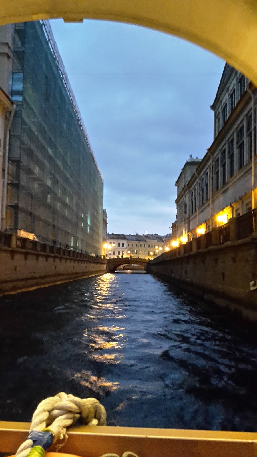 Where in St. Petersburg you can rent a bus for 6-8 hours and how much it will cost 96