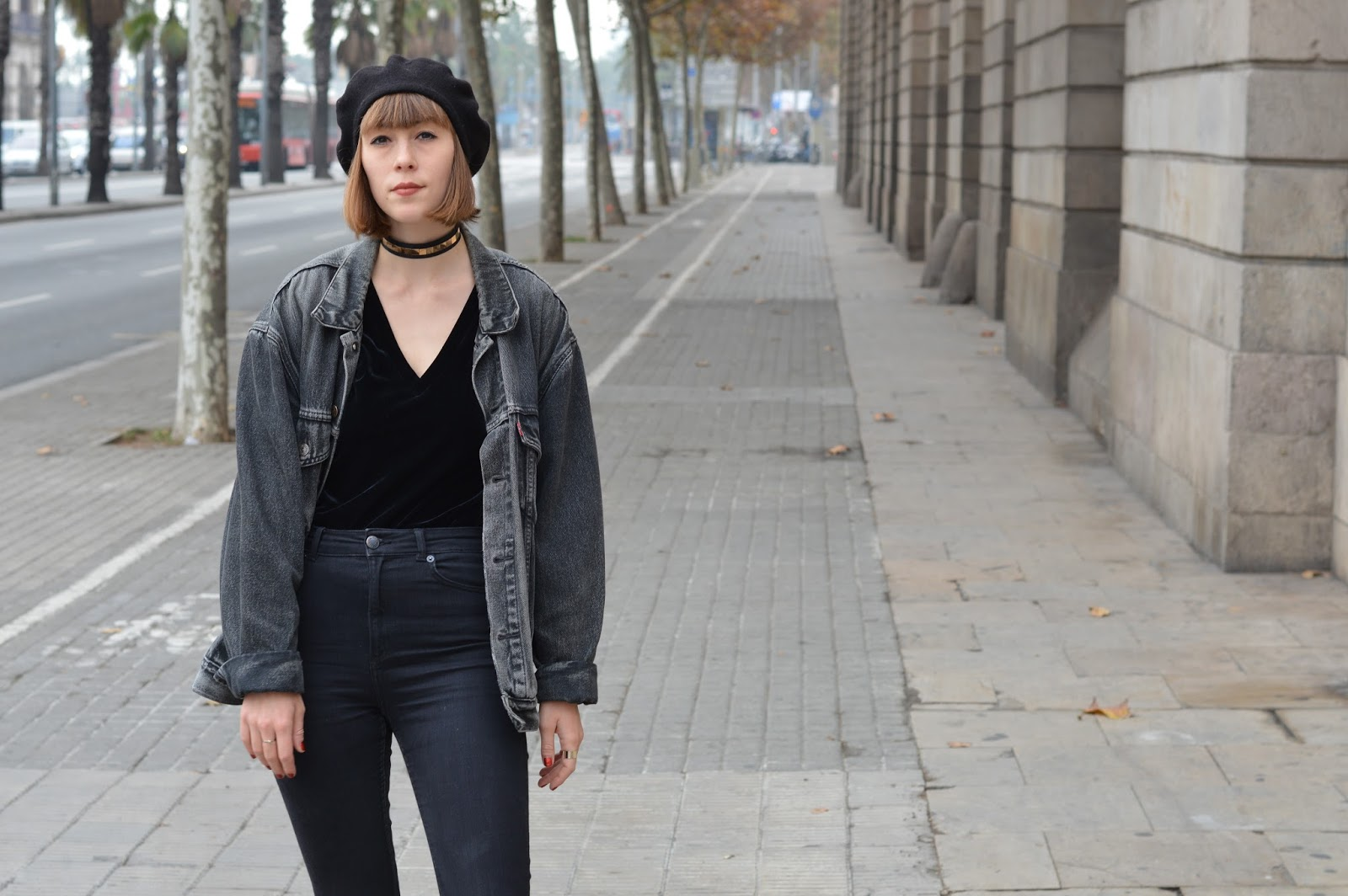 How to wear a V neck, choker and beret