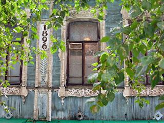 Casa de madera en Tomsk, transiberiano 2015