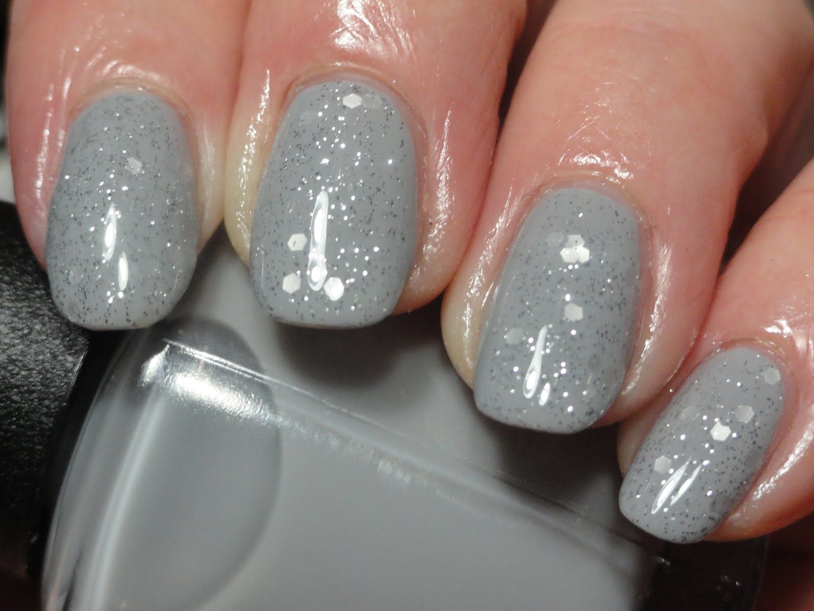 Grey Sparkle Nails | Best Nail Designs 2018