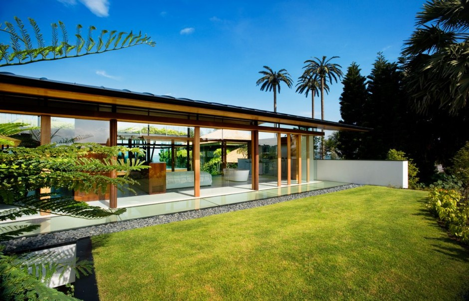 Modern luxury tropical house most beautiful houses in the for Small tropical house