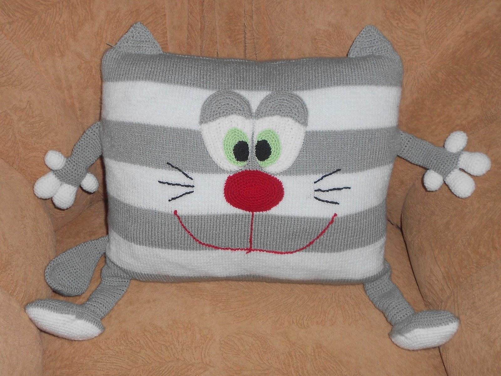 Вязание на спицах подушки с котами