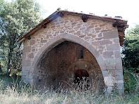 El porxo d'arc apuntat de la capella de Sant Marçal
