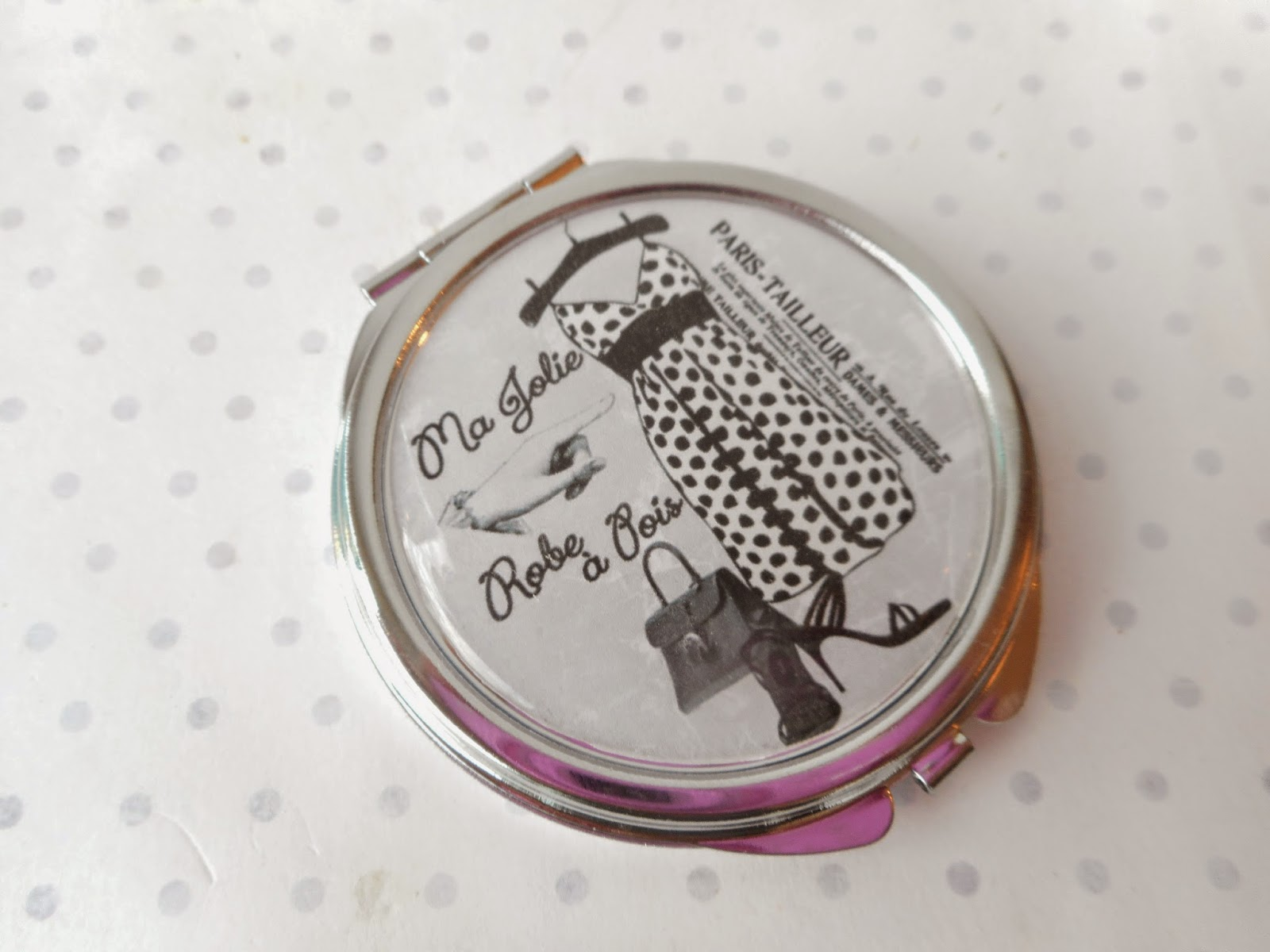 http://www.alittlemarket.com/autres-accessoires/fr_miroir_de_poche_cabochon_resine_ma_jolie_robe_a_pois_noir_gris_blanc_argente_-14656815.html