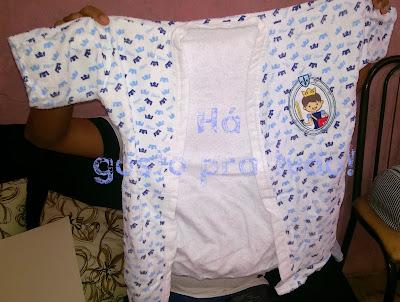 roupão de banho que é apropriado para crianças de (06 meses á 3 anos)