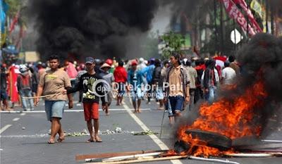 demo pabrik semen blokir jalan pantura pati