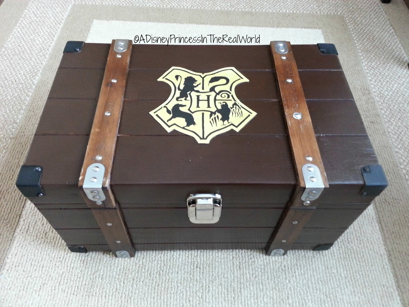 Harry Potter Book Trunk ~ A disney princess in the real world diy harry potter trunk