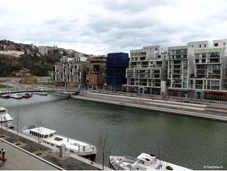 Lyon Confluence centre commercial Rhône moderne pole commerce la Saone ilot H, visiter Lyon ThatsMee.fr