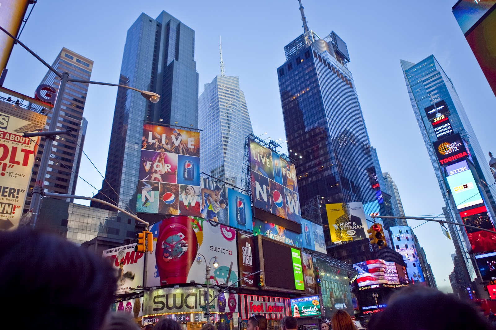 Parentgrapevine parenting traveling with kids pets and for Times square new york things to do