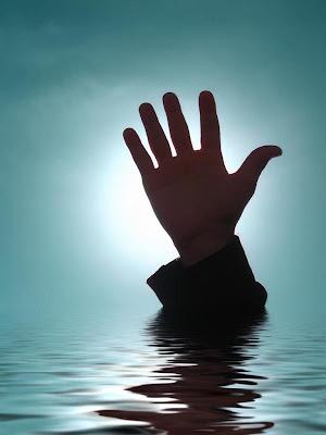 3 beradik mati lemas ditolak bapa ke dalam kolam