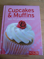 http://cecilecupcakecafe.blogspot.de/2013/07/cupcakes-muffins-kleinfein.html