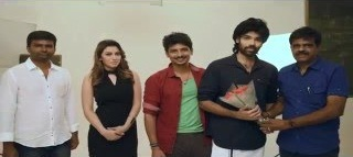 Pokkiri Raja – Photo Shoot Making Video Part -1 Jiiva Hansika Sibiraj Ramprakash – YouTube
