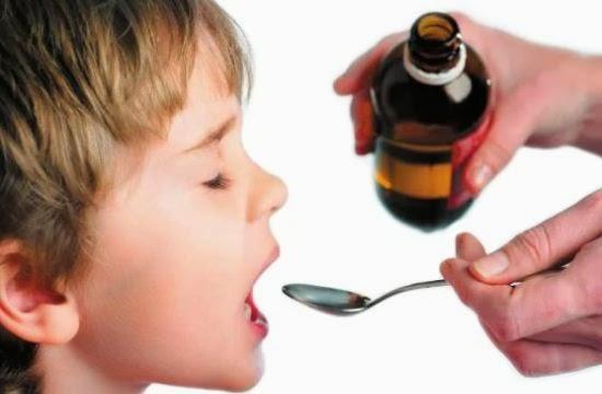 Anak minum obat batuk