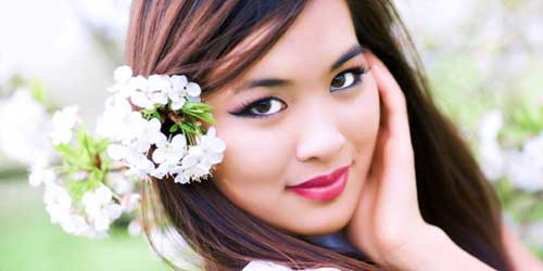 mujer asiatica maquillada