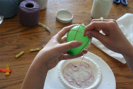 Cách làm quả cầu bằng len trang trí nhà đẹp mắt Lam-qua-cau-bang-len-trang-tri-nha-cua3