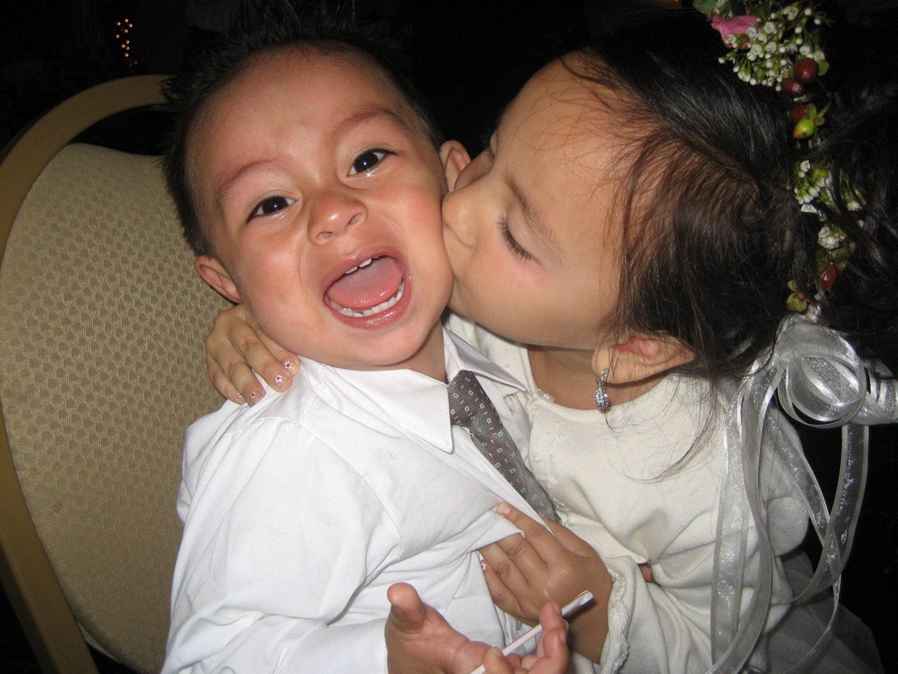 Cute baby girl and boy kissing little girl kissing little boy at wedding hot girls altavistaventures Images