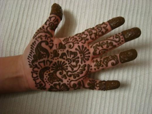 Mehndi Hand Boy : Girl vs boy fashion eid mahndi