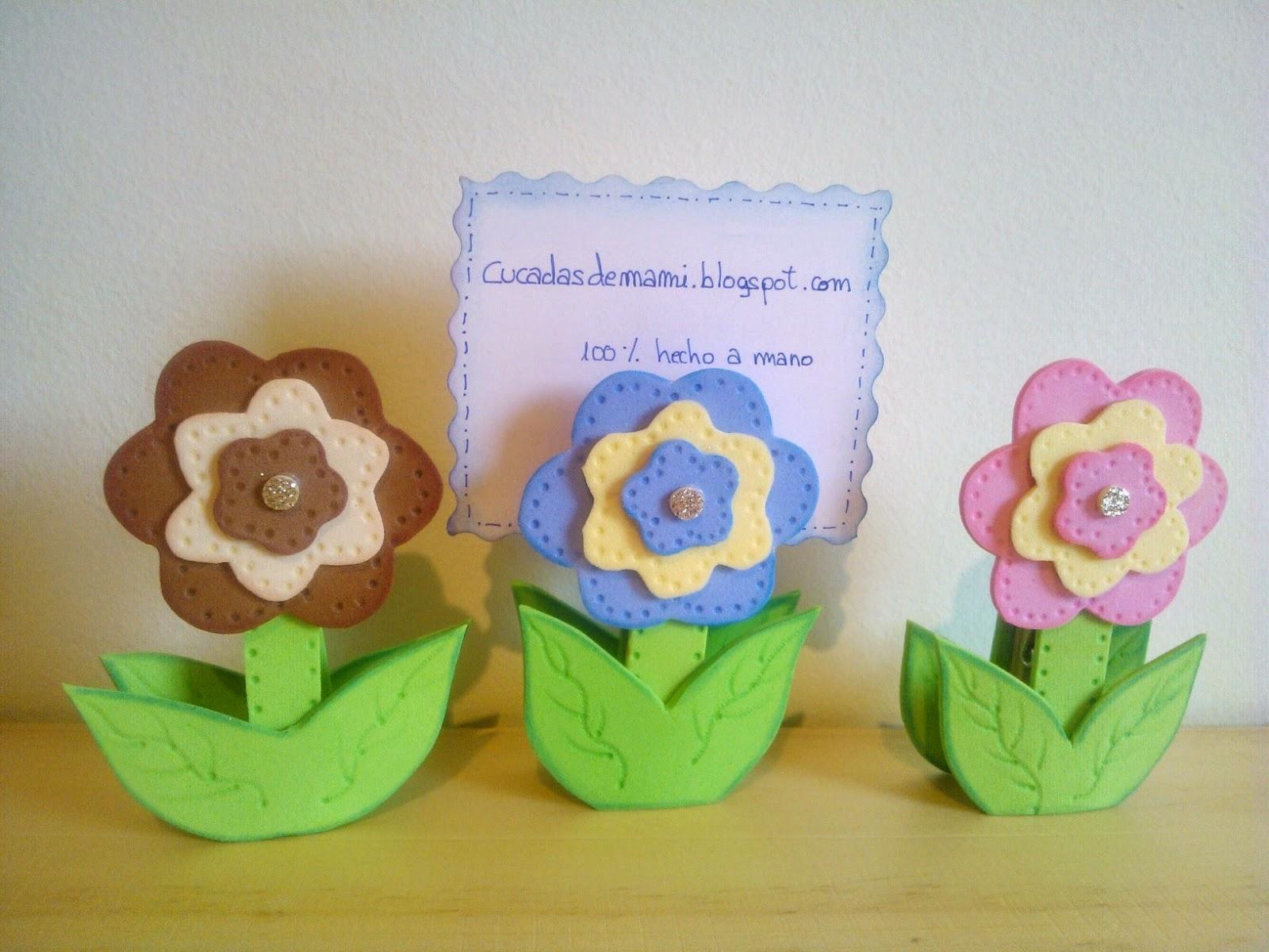 Cucadas de mami pinzas de madera decoradas con flor de - Flor de goma eva ...
