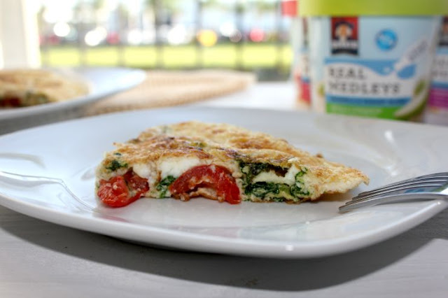Spinach and Tomato Egg White Omelet #QuakerRealMedleys #ad