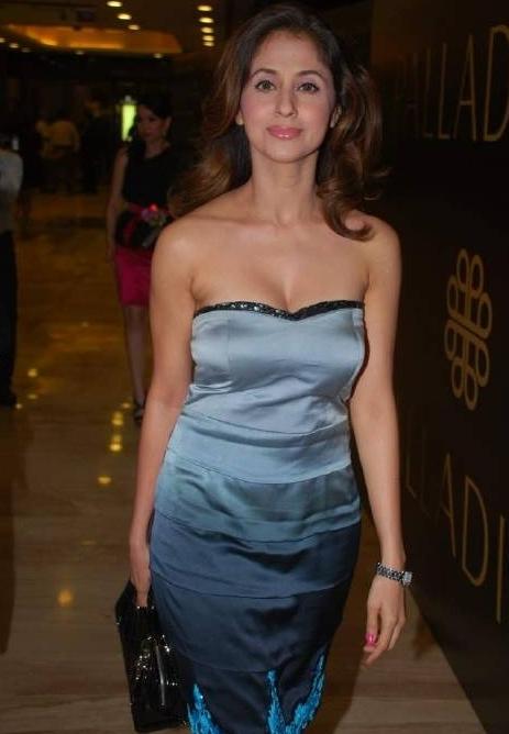 Showbiz World: Urmila Matondkar Hot Unseen Pictures